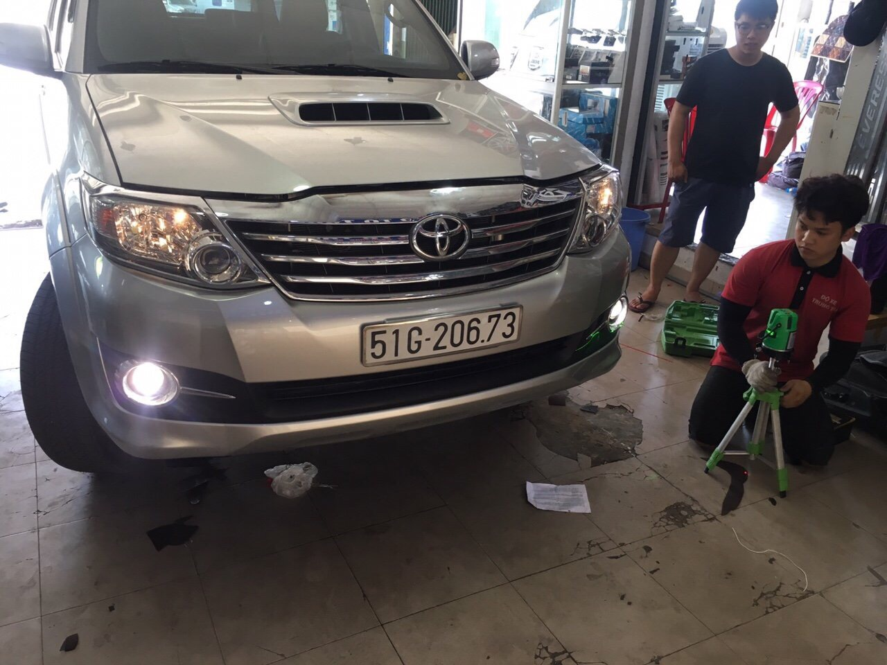 len By Xenon tang sang Cho Xe Fortuner 2014