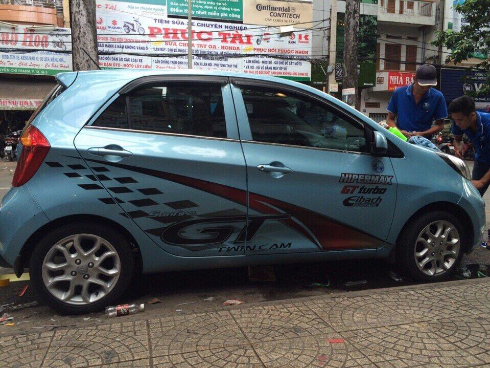 Vệ sinh nội thất xe hơi tại nhà quận Bình Tân