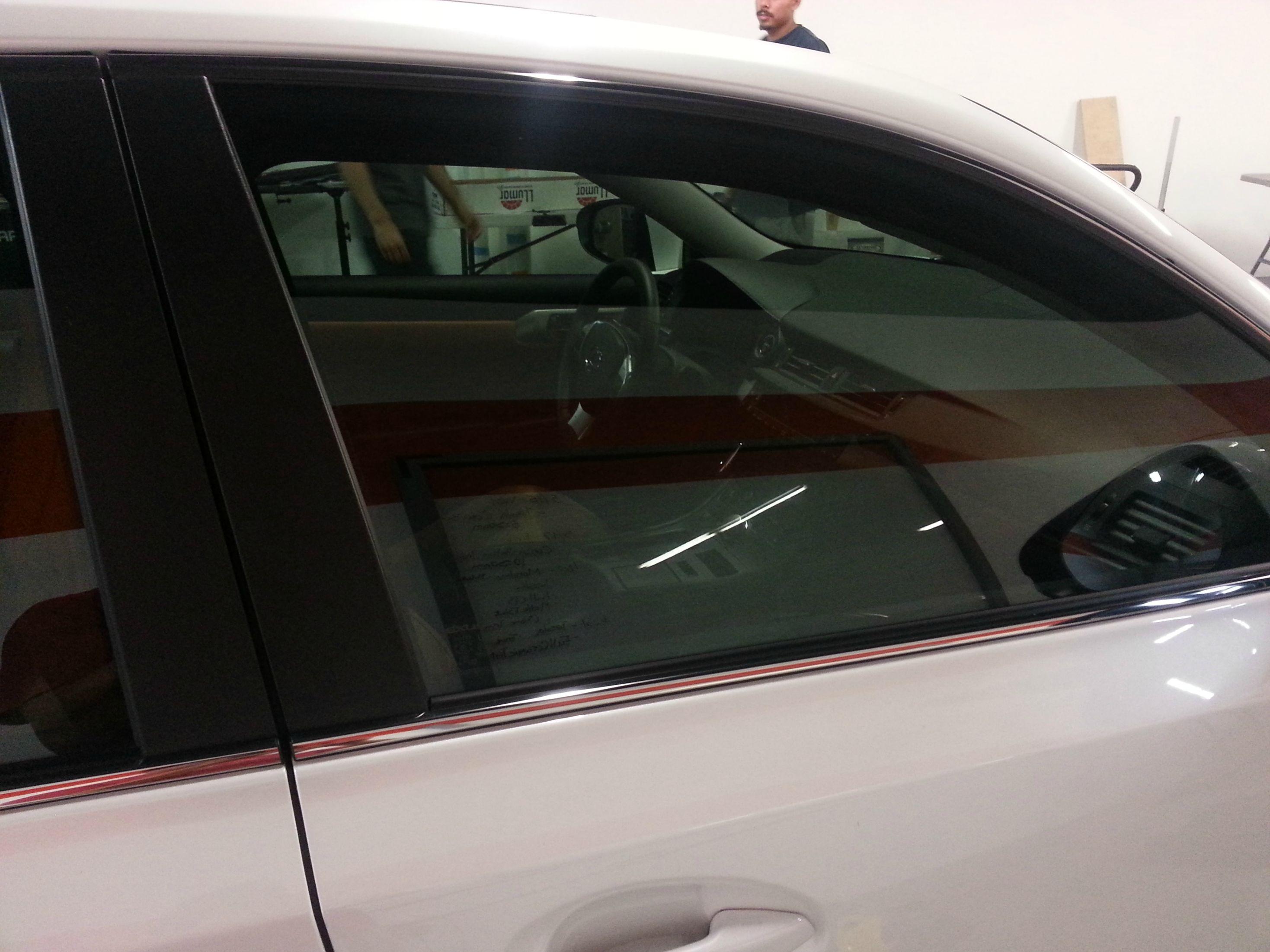 Dán kính cách nhiệt Llumar cho xe hơi (ô tô) tại Quận 3