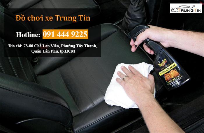 Vệ sinh nội thất xe hơi tại nhà ở huyện Hooc Môn